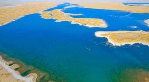 我国最大沙漠中竟有个大湖,地下水资源更是巨大,新疆地下不缺水